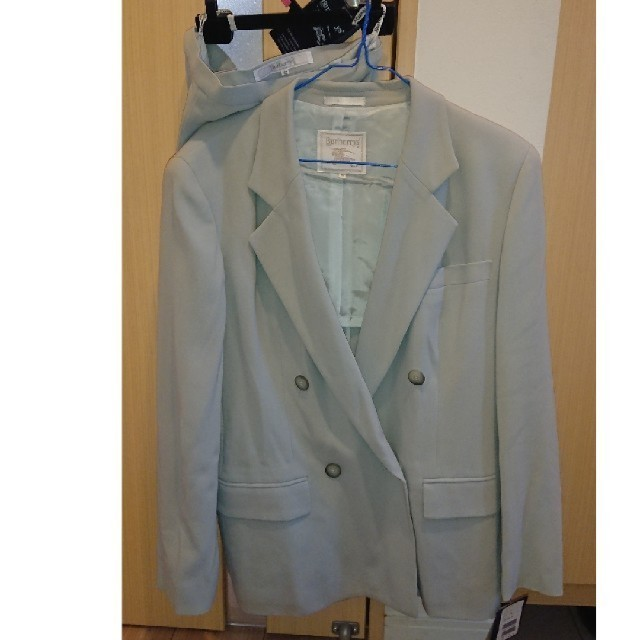 BURBERRY(バーバリー)のバーバリー グレー スーツ レディースのフォーマル/ドレス(スーツ)の商品写真