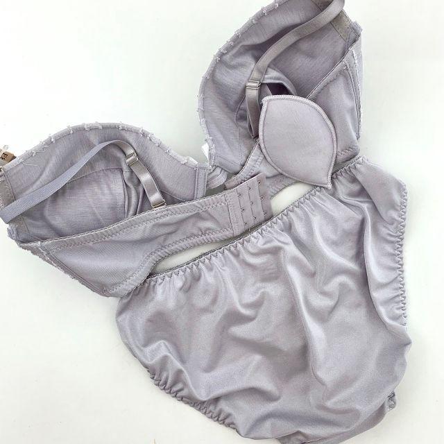 E85LL♡マカロン グレー♪ブラ&ショーツ 大きいサイズ レディースの下着/アンダーウェア(ブラ&ショーツセット)の商品写真