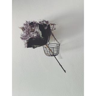 クレマチスとスモークツリーのブーケとハンギングワイヤーバスケットd (ドライフラワー)
