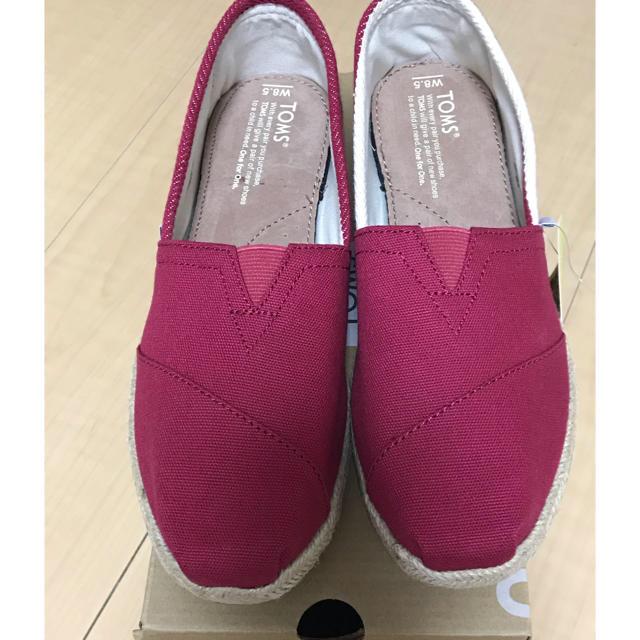 TOMS(トムズ)のTOMS トムス CLSC RED STRIPE UNIVERSITY レディースの靴/シューズ(スニーカー)の商品写真