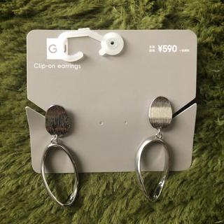 GU - メタルオーバルフープイヤリング
