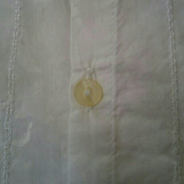 ベルメゾン(ベルメゾン)の【新品】白シャツ ブラウス レディースのトップス(シャツ/ブラウス(半袖/袖なし))の商品写真