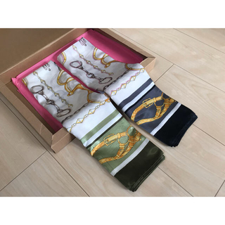 リリーブラウン(Lily Brown)のサテン スカーフ / ブラック・カーキ 2色セット(バンダナ/スカーフ)