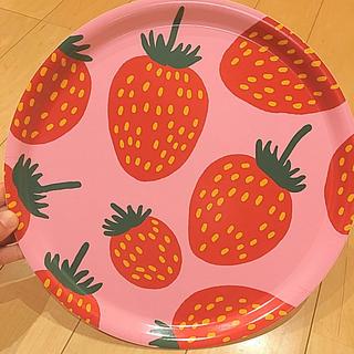 マリメッコ(marimekko)のマリメッコ marimekko 新品 トレイ マンシッカ イチゴ(テーブル用品)