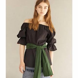 ルシェルブルー(LE CIEL BLEU)のオフショルダーシャツ(Tシャツ(半袖/袖なし))