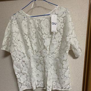 ジーユー(GU)のGU 花柄 トップス(シャツ/ブラウス(半袖/袖なし))