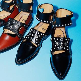 トーガ(TOGA)のTOGA アンクルストラップ スタッズシューズ 41サイズ(ローファー/革靴)