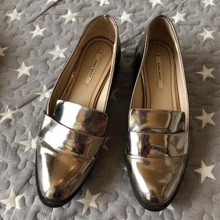 ザラ(ZARA)のZARA シルバーローファーパンプス37(ローファー/革靴)