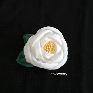 正絹 白椿のつまみ細工髪飾り(ヘアアクセサリー)