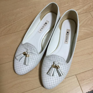 ダイアナ(DIANA)のダイアナ 本革 フラット タッセル ローファー ホワイト 白(ローファー/革靴)