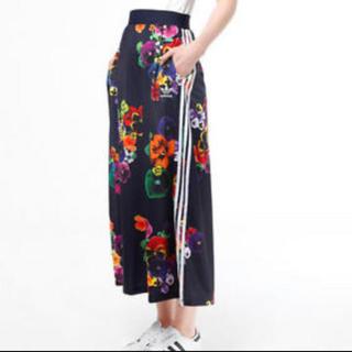 アディダス(adidas)のアディダス ロングスカート パンジー柄(ロングスカート)
