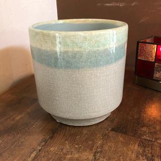 ブルーの鉢カバー(プランター)