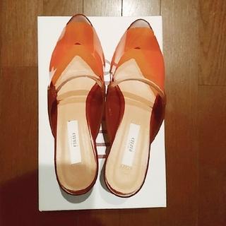 エミアトリエ(emmi atelier)のemmi atelierのクリアオレンジのミュール(ミュール)