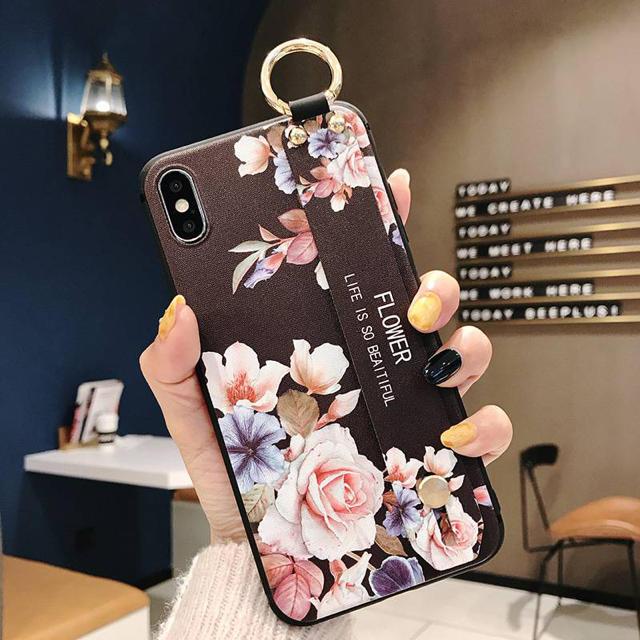 iPhone XR専用 花柄 ブラック 可愛い penの通販 by モッティ's shop|ラクマ
