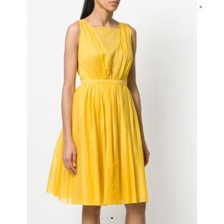 ヌメロヴェントゥーノ(N°21)のN°21ヌメロヴェントゥーノ バックカットアウトドレス黄色 新品未使用サイズ44(ひざ丈ワンピース)
