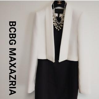 ビーシービージーマックスアズリア(BCBGMAXAZRIA)の1度も着用していません BCBG ホワイトジャケット 高級感溢れる(ノーカラージャケット)
