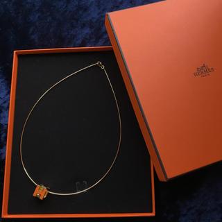 4bb58bb947cc エルメス(Hermes)のHERMES キューブネックレス オレンジ×ゴールド(ネックレス)