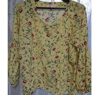 グローブ(grove)の花柄トップス(Tシャツ(長袖/七分))