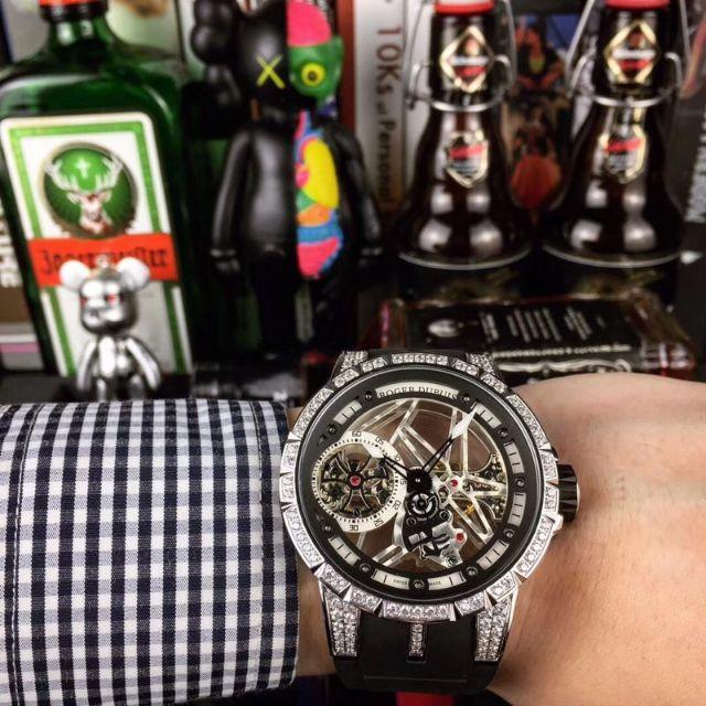 セブンフライデー スーパー コピー 芸能人女性 、 ロジェ・デュブイ Roger Dubuis 腕時計 自動巻き 一つを選んでの通販 by ミツキ's shop|ラクマ