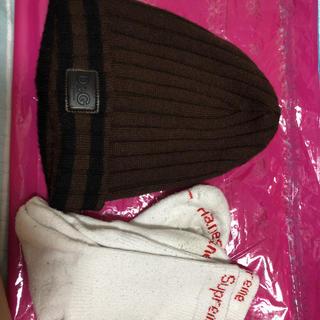 ドルチェアンドガッバーナ(DOLCE&GABBANA)のD&Gのニット帽もsupremeの靴下です。(ニット帽/ビーニー)