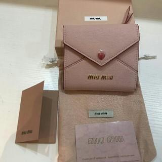 ミュウミュウ(miumiu)の新品 miumiu マドラスレザー二つ折り財布 ピンク(折り財布)