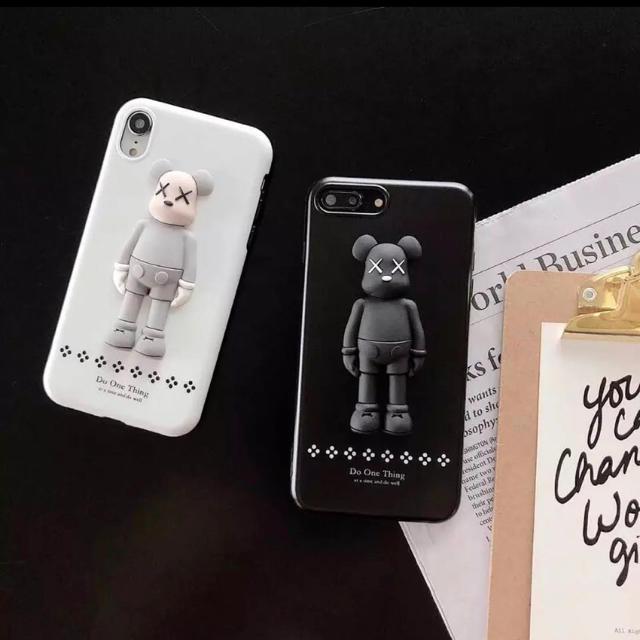 iphone シール / 【新品】セサミストリート iPhoneカバー KAWSの通販 by キラさん|ラクマ