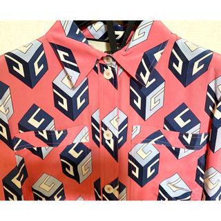 グッチ(Gucci)の●GUCCIグッチ18ssウォールペーパーピンクシルクシャツ型ワンピース40(ひざ丈ワンピース)