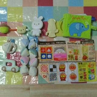 ファミリア(familiar)の赤ちゃんおもちゃ8点セット(知育玩具)