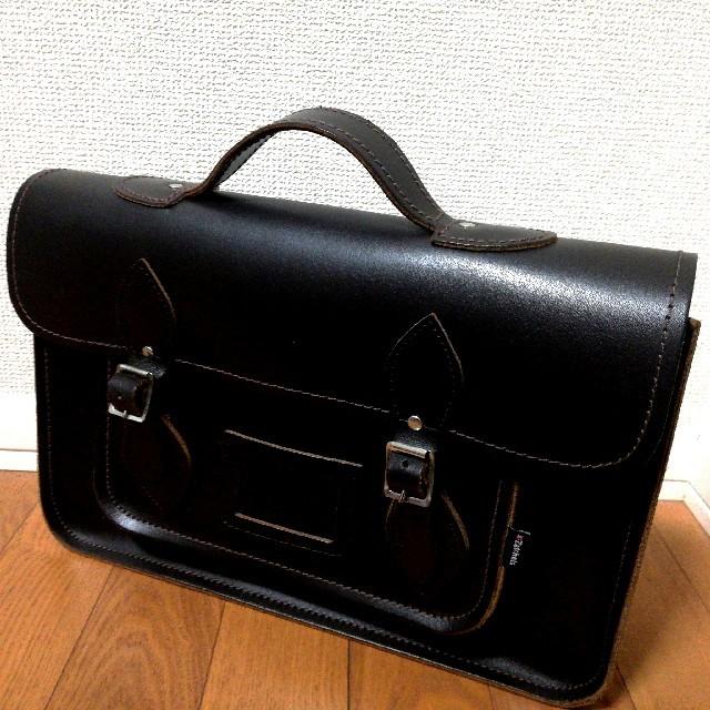 Dr.Martens(ドクターマーチン)のZachels ザッチェルズ サッチェルバッグ ダークブラウン 14.5インチ レディースのバッグ(ショルダーバッグ)の商品写真