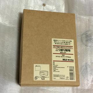 ムジルシリョウヒン(MUJI (無印良品))の【新品・送料無料】イタリア産ヌメ革ラウンドファスナー二つ折り財布 生成(財布)