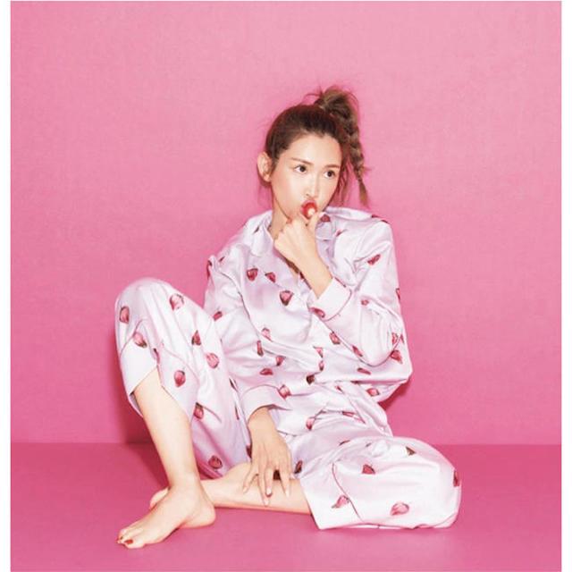 gelato pique(ジェラートピケ)のジェラートピケ新品ストロベリーチョコサテンシャツ&ロングパンツセット☆ピンク レディースのルームウェア/パジャマ(パジャマ)の商品写真