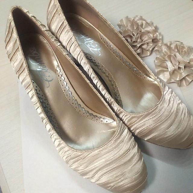 美品🖤シャンパンベージュの華やかなパンプス レディースの靴/シューズ(ハイヒール/パンプス)の商品写真