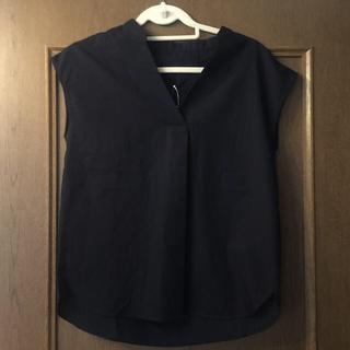 ジーユー(GU)の【新品タグ付き】GU スキッパーシャツ 半袖 ネイビー(シャツ/ブラウス(半袖/袖なし))