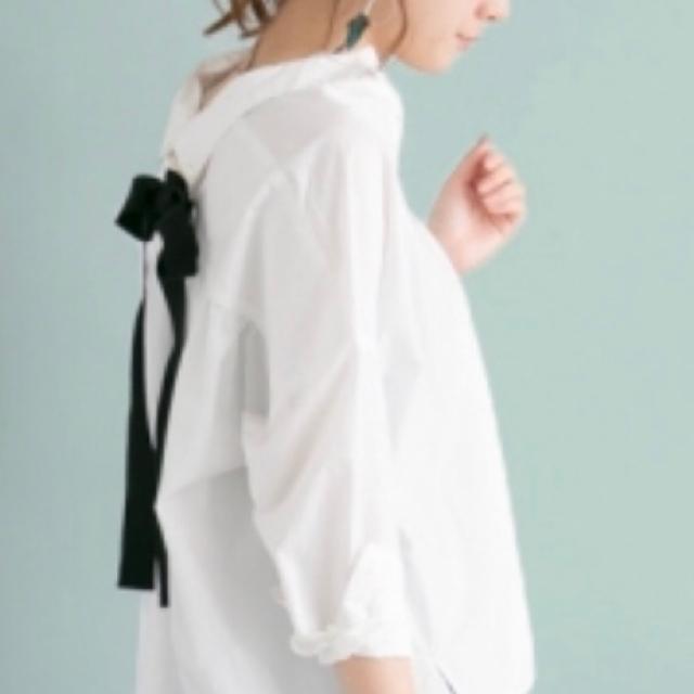 URBAN RESEARCH(アーバンリサーチ)のアーバンリサーチ バックリボンシャツ レディースのトップス(シャツ/ブラウス(長袖/七分))の商品写真