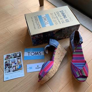 トムズ(TOMS)の新品 トムズ TOMS 配色 デニム コルク ウェッジ サンダル 7.5 ヒール(サンダル)