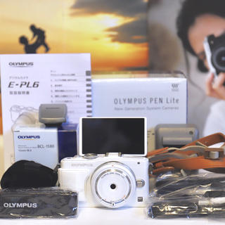 オリンパス(OLYMPUS)の超美品 ♫ E-PL6 ホワイト  新品ボディキャップレンズ付き (ミラーレス一眼)