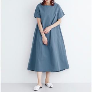 メルロー(merlot)のmerlot 半袖Aラインロングワンピース ブルー色です。(ロングワンピース/マキシワンピース)