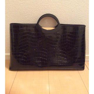 ThreeFourTime - 黒 エナメル ビニール バック A4横サイズ