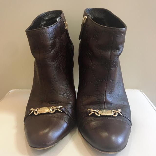 Gucci(グッチ)の友様専用ページです♡GUCCI ダークブラウンレザー  GG柄 ブーティ レディースの靴/シューズ(ブーティ)の商品写真