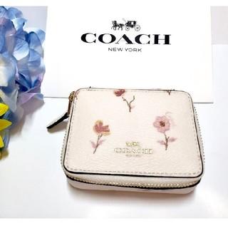 コーチ(COACH)のCOACH ピルケース 薬入れ 小物入れ 花柄 オフホワイト F57094(小物入れ)
