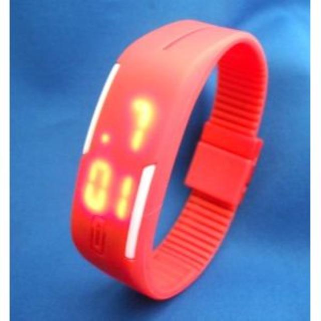 LEDカラフルバンドウォッチRD-デジタル腕時計の通販 by ROCK6229's shop|ラクマ