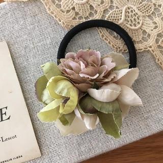 モーブバラとアンティークグリーン、ベージュ紫陽花のヘアゴム(ヘアアクセサリー)
