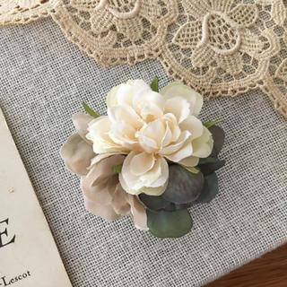 ホワイトバラとブルーグリーン、ベージュ紫陽花のコサージュ(コサージュ/ブローチ)