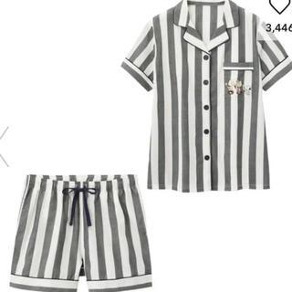ジーユー(GU)のGU サテンパジャマ 半袖&ショートパンツ PEANUTS 新品 M(パジャマ)