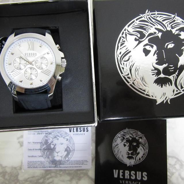 VERSACE - 新品箱入 ヴェルサスヴェルサーチ VERSACE クロノグラフ メンズ腕時計の通販 by 5/27-5/29旅行のため発送不可です|ヴェルサーチならラクマ