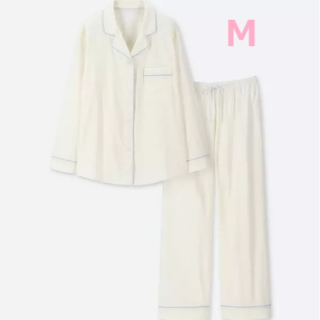 ユニクロ(UNIQLO)のユニクロ コットン パジャマ 長袖 オフホワイト 綿100%(パジャマ)