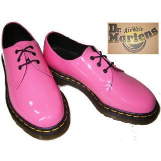 ドクターマーチン(Dr.Martens)のDr.Martens エナメル ピンク 3ホール(ローファー/革靴)