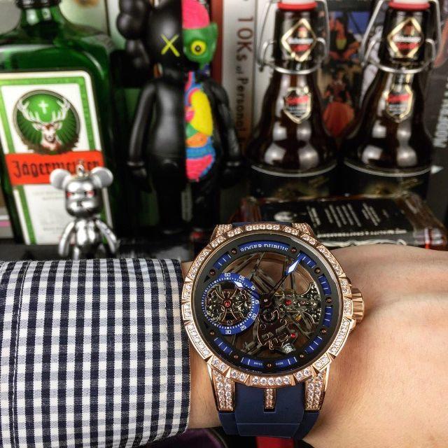 ブライトリング偽物買取 / ROGER DUBUIS - ROGER DUBUIS Excalibur メンズ ファッション 手巻き腕時計の通販 by xsw16's shop|ロジェデュブイならラクマ