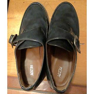 リゾイ(REZOY)のREZOY エナメルローファー モスグリーン(ローファー/革靴)