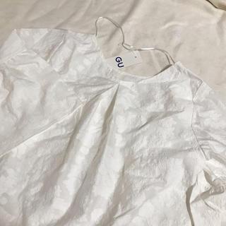 ジーユー(GU)のGU 新品未使用 花柄 ブラウス(シャツ/ブラウス(半袖/袖なし))